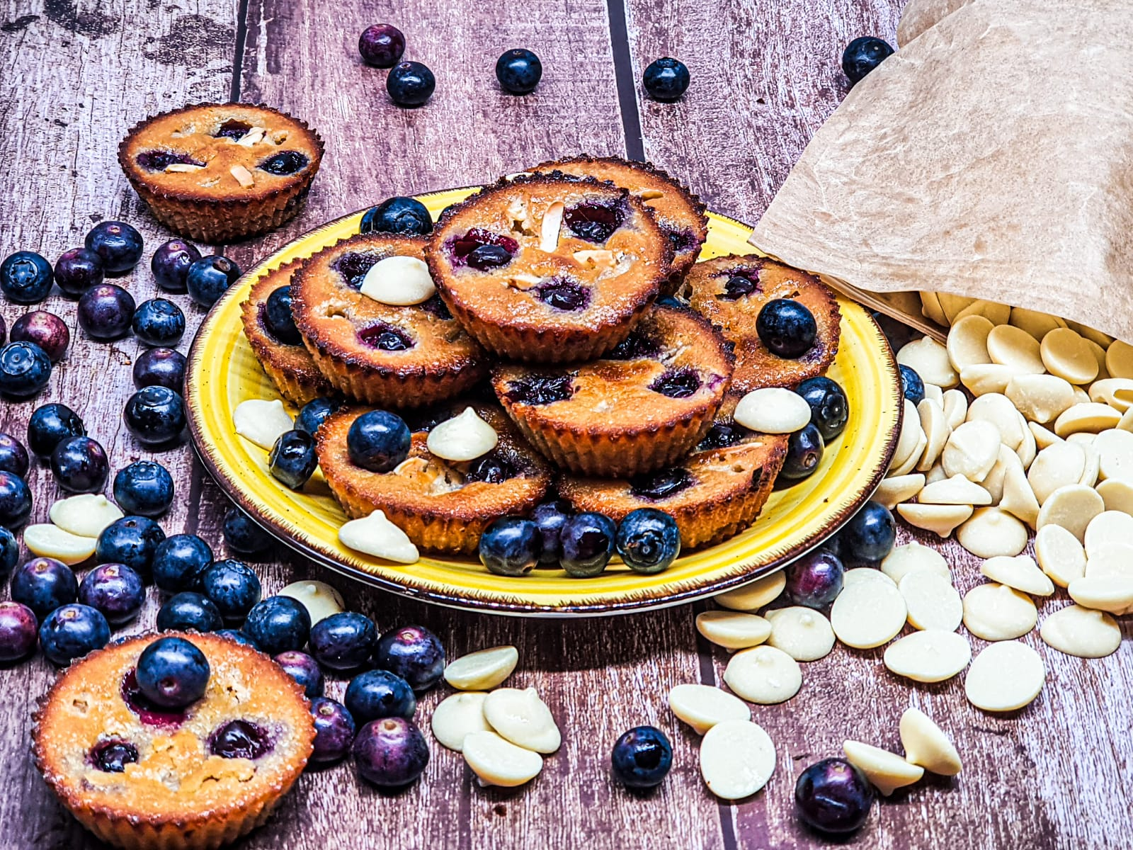 Vegan Recipes Cacao-Shamaness Vegan Financiers with Blueberries and Vegan White Chocolate Chips