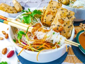 Vegan Recipes Cacao-Shamaness Vegan Vietnamese Peanut Noodle Salad