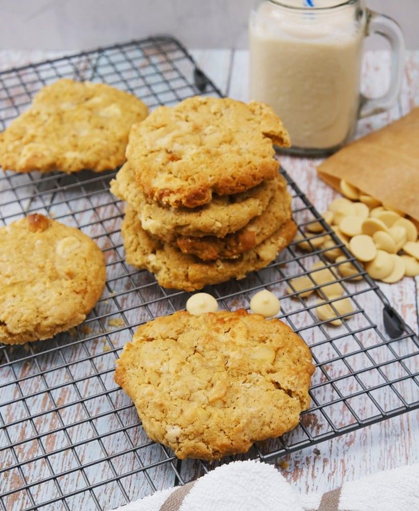 Vegan Recipes Cacao-Shamaness Vegan Macadamia White Chocolate Cookies